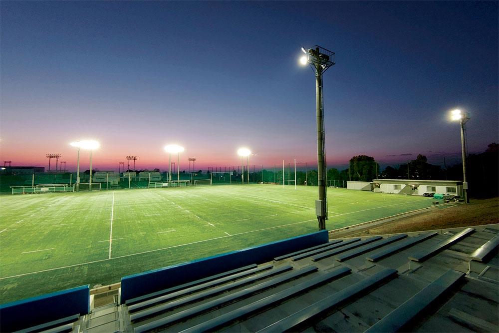 照明(投光器)納入事例 学校法人 浪商学園 大阪体育大学熊取学舎 ラグビーグラウンド PIKA11(900W)×48 台 照明塔高:17.5m 設計照度:300LX (JIS 規格ティア 2)
