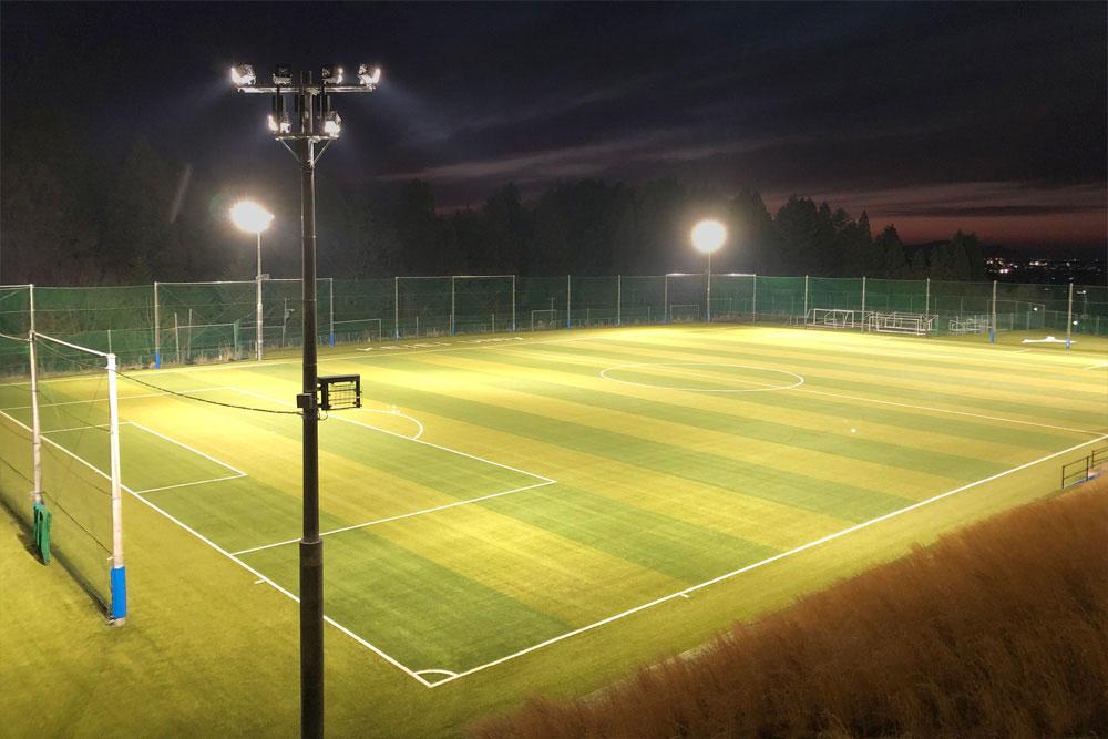照明(投光器)納入事例 学校法人 新潟経営大学 サッカーグラウンド PIKA8×30台