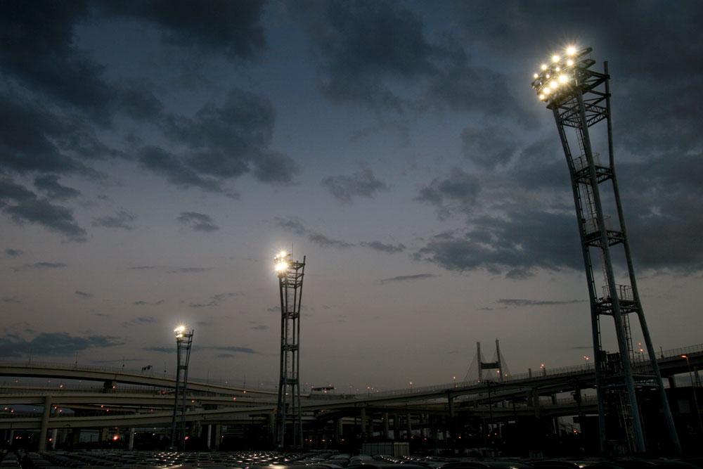 照明(投光器)納入事例 港湾 大黒ふ頭 (C-1 C-2 ターミナル) PIKA8(600W)×180 台 照明塔高 :11.2m ~ 31.5m