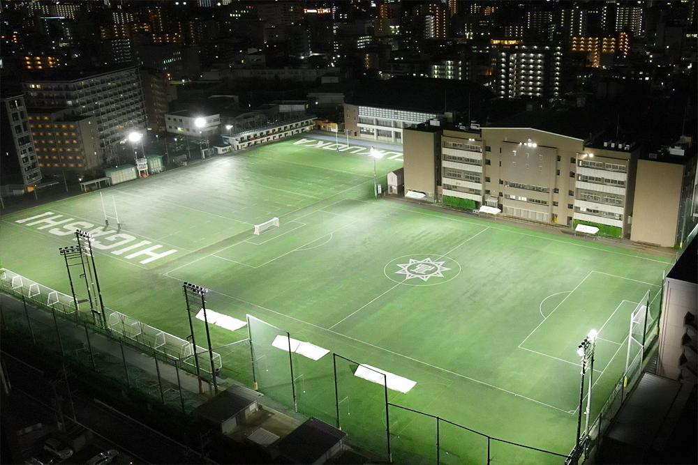照明(投光器)納入事例 学校法人 東福岡高校 ラグビー場: PIKA-GL6(600W)×52台 サッカー場: PIKA-GL6(600W)×54台